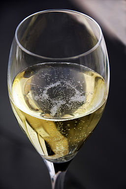 256px-glass_of_champagne